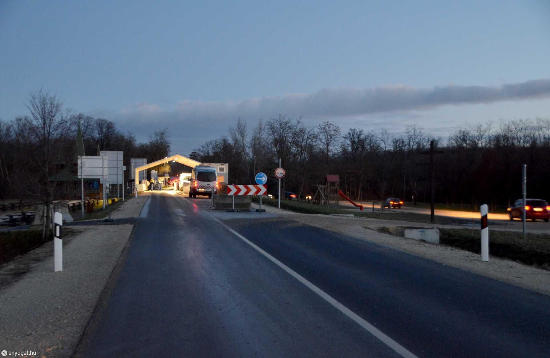 Sopronkőhida közúti határátkelőhely: ritka csendes reggeli pillanat.