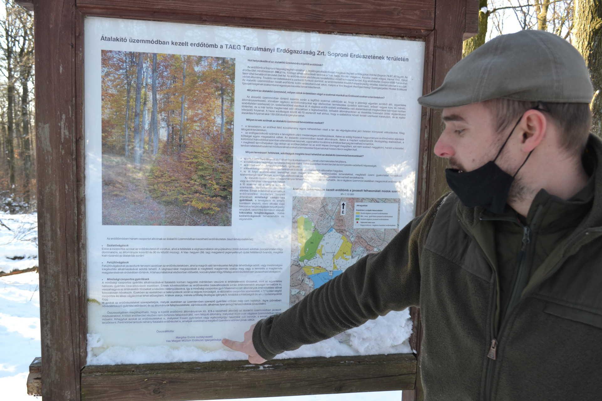 Tájékoztató tábla is elmagyarázza a fakitermelés szabályait.