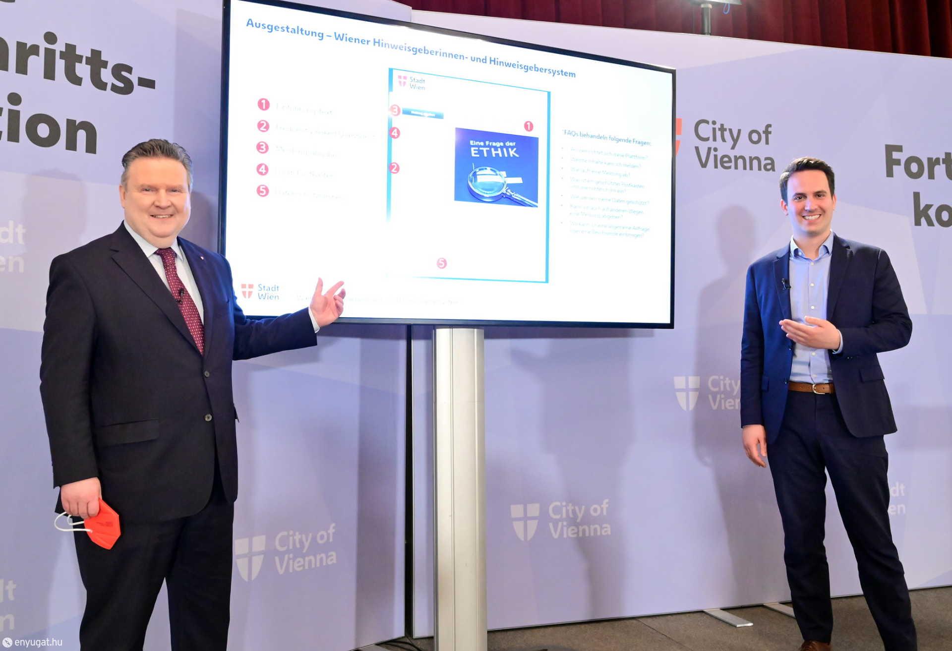 Michael Ludwig és Christoph Wiederkehr prezentálják az új honlapot.