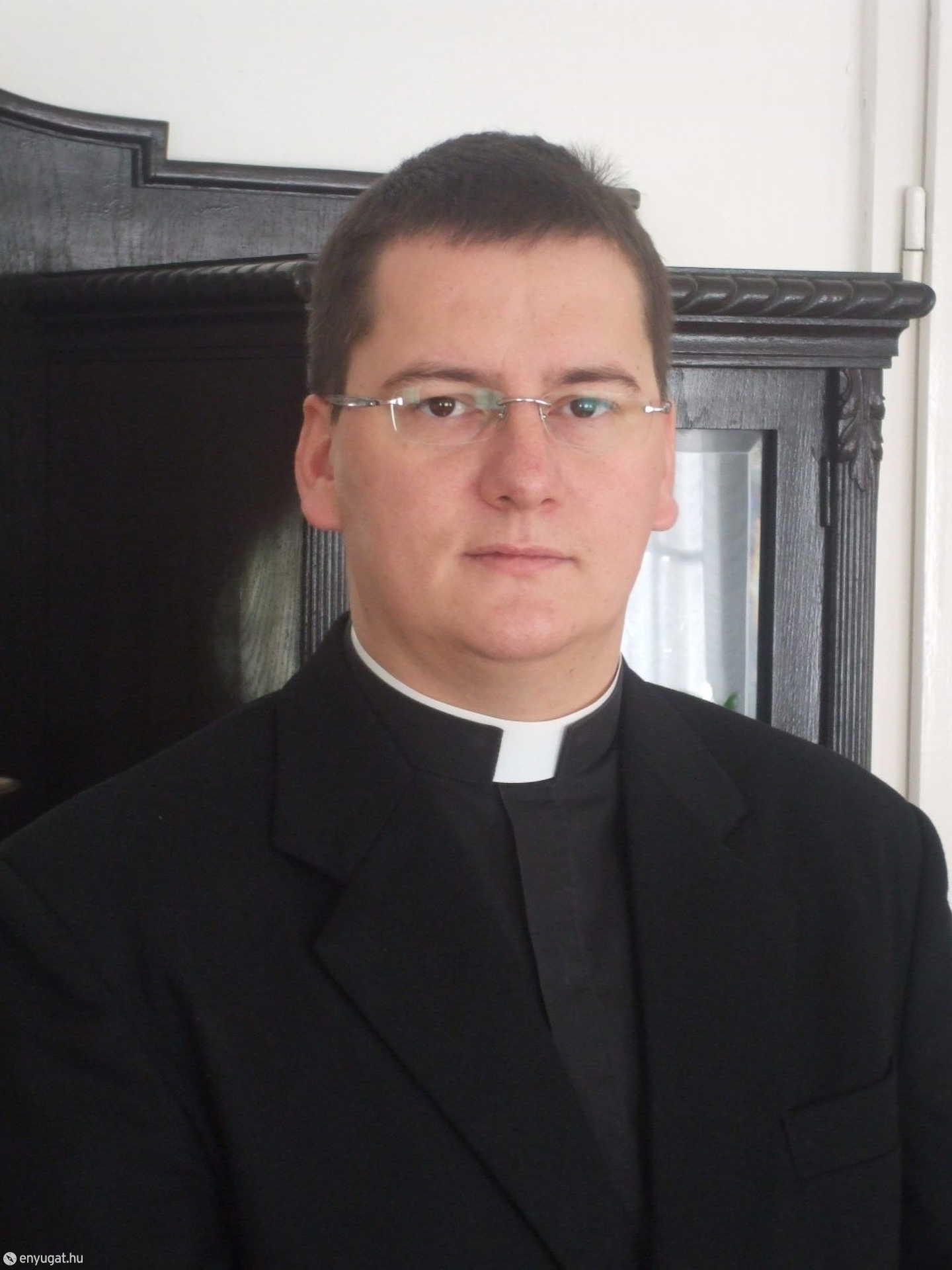 Marics István plébános.