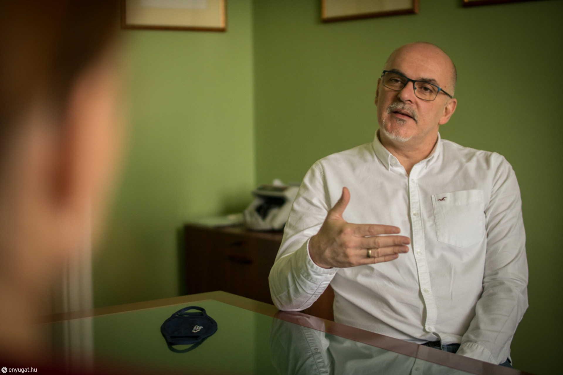 Dr. Szekeres Csaba elnök.