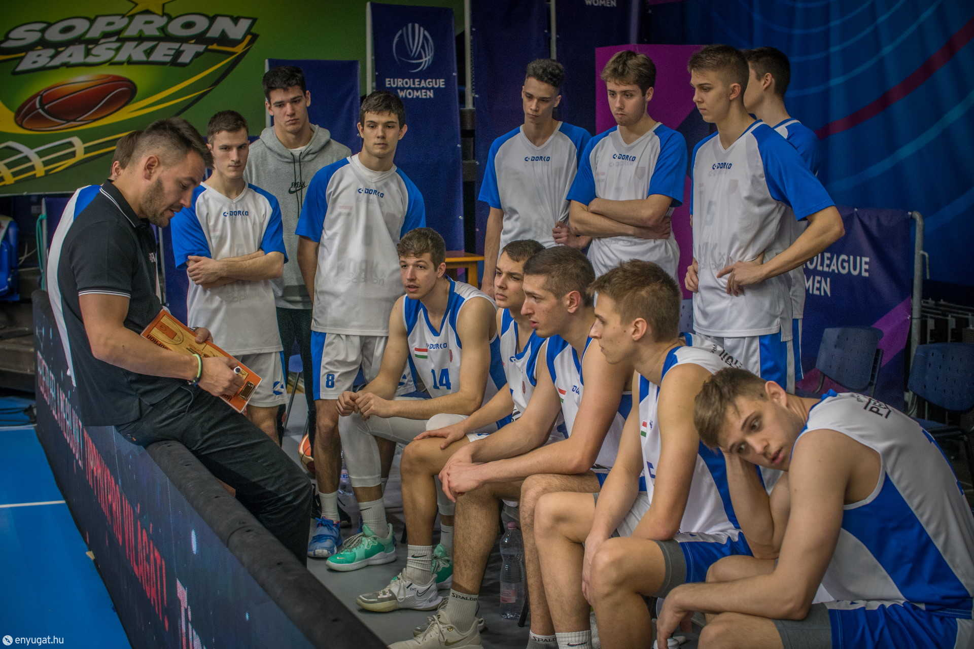 Bors Miklós vezetőedző is képesnek tartja a csapatot az éremszerzésre.