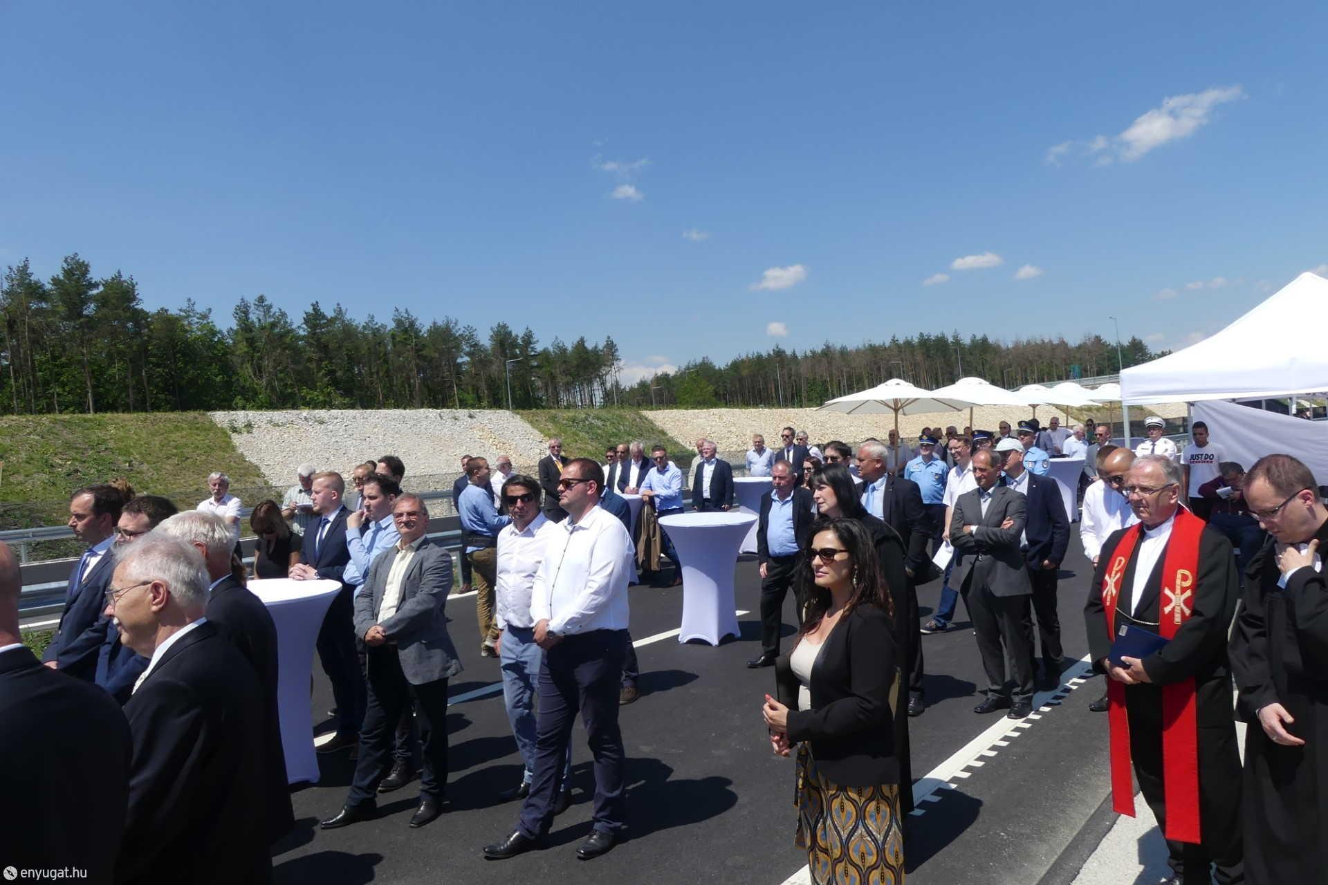 Fontos emberek egy fontos eseményen. Az M85-re tényleg évtizedeket várt Sopron.
