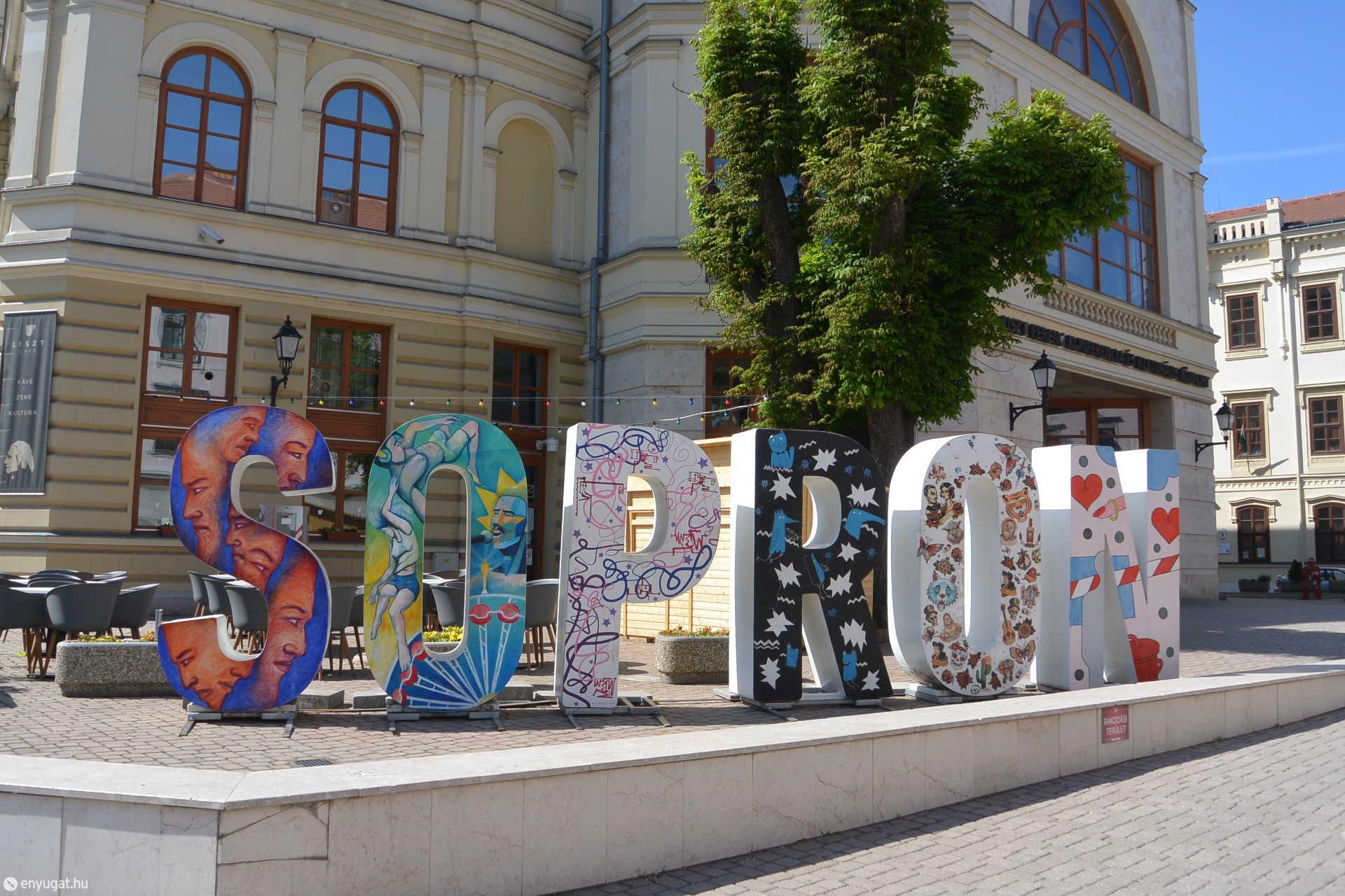 SOPRON felirat a Széchenyi téren