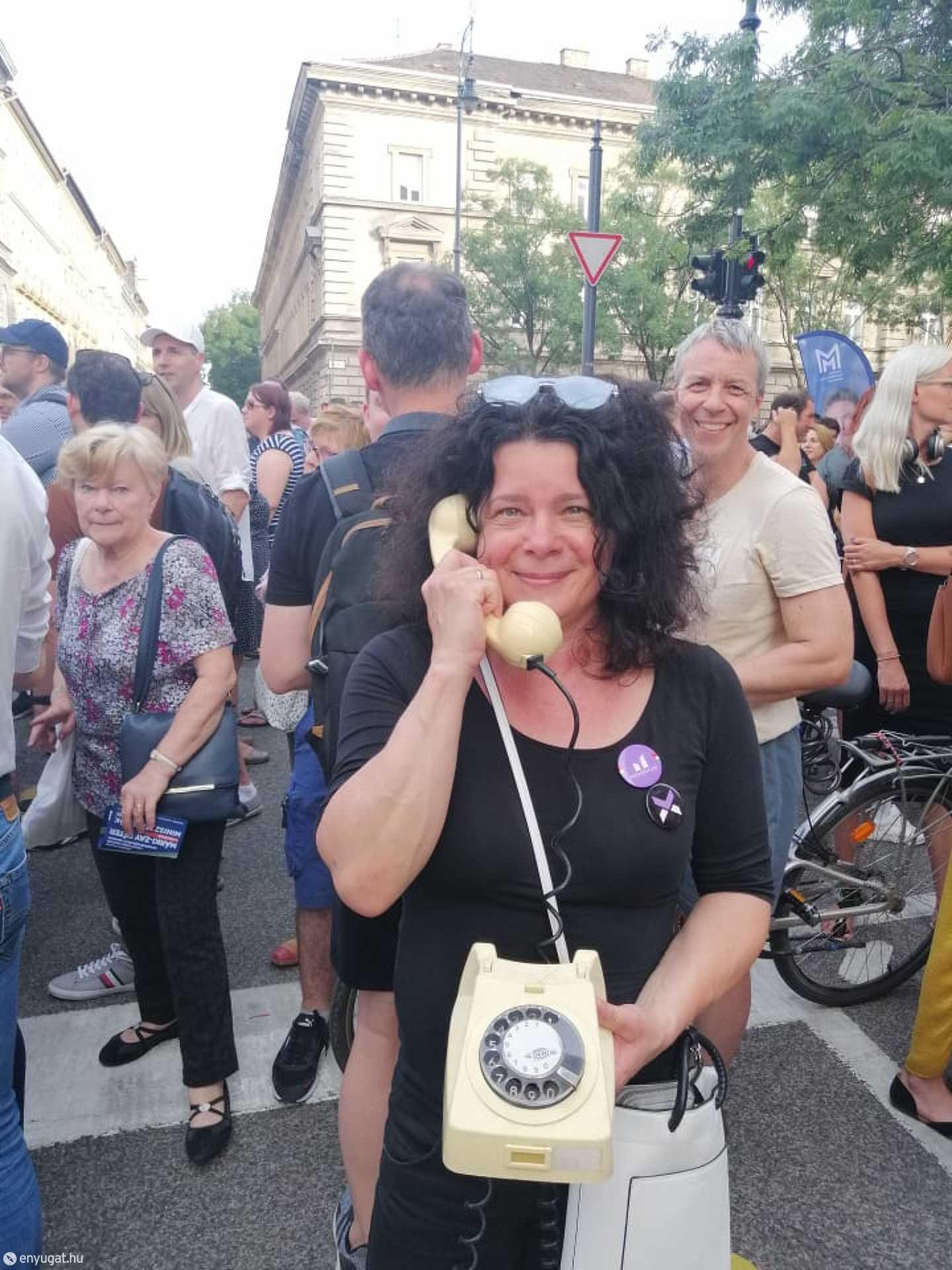 Supka-Kovácsné Holzhofer Tünde a fővárosi tüntetésen.