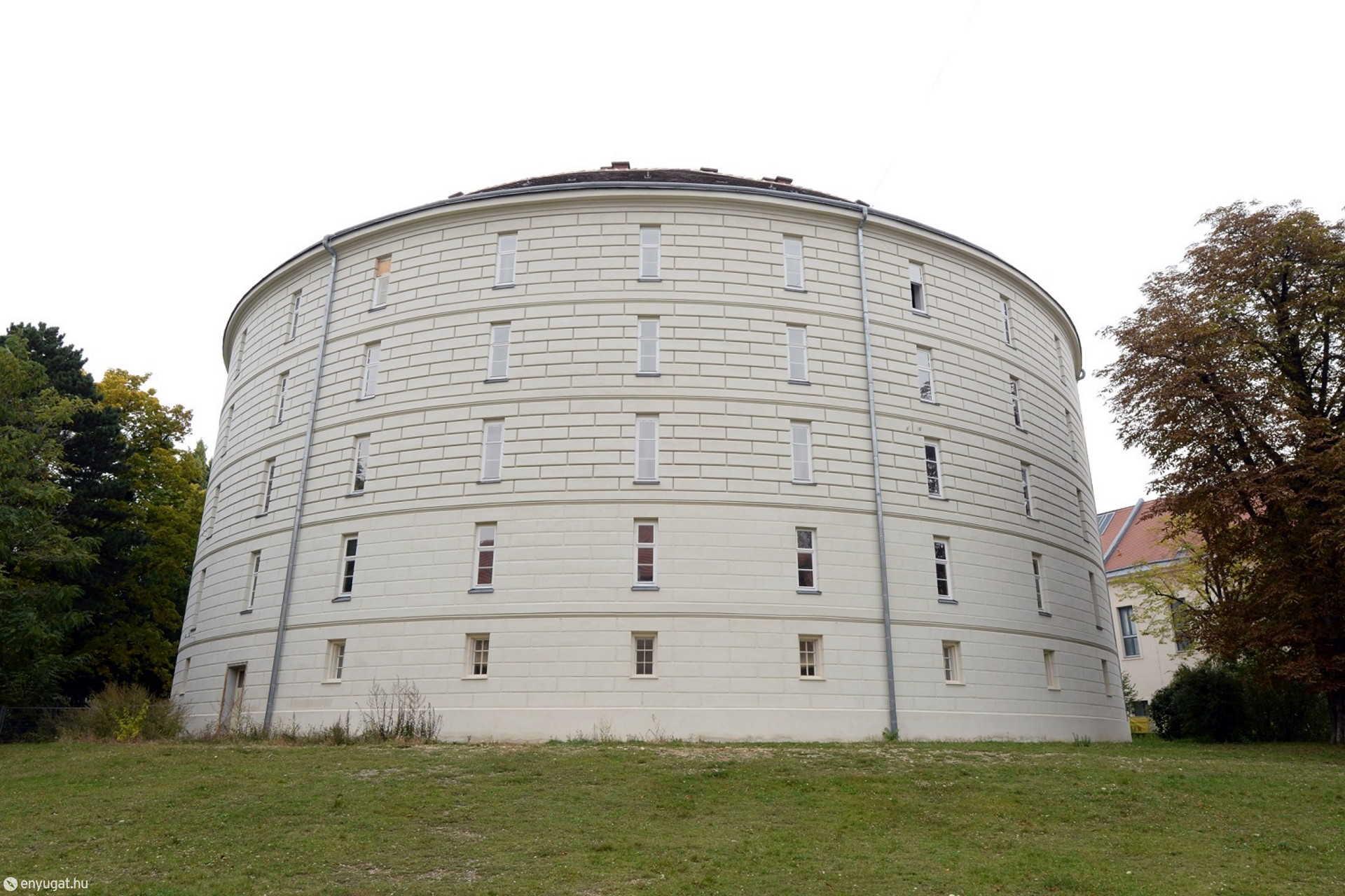 A bécsi Narrenturm a felújítás után.