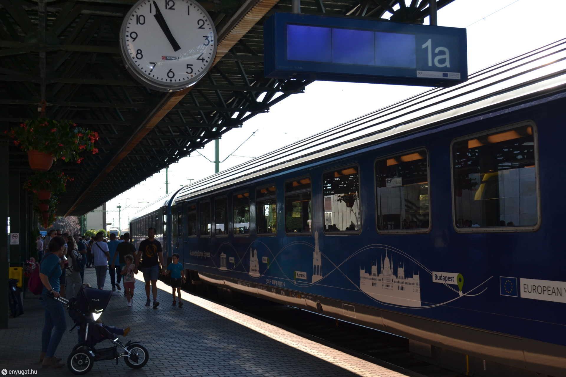 Az első vágányon az Európa Expressz.