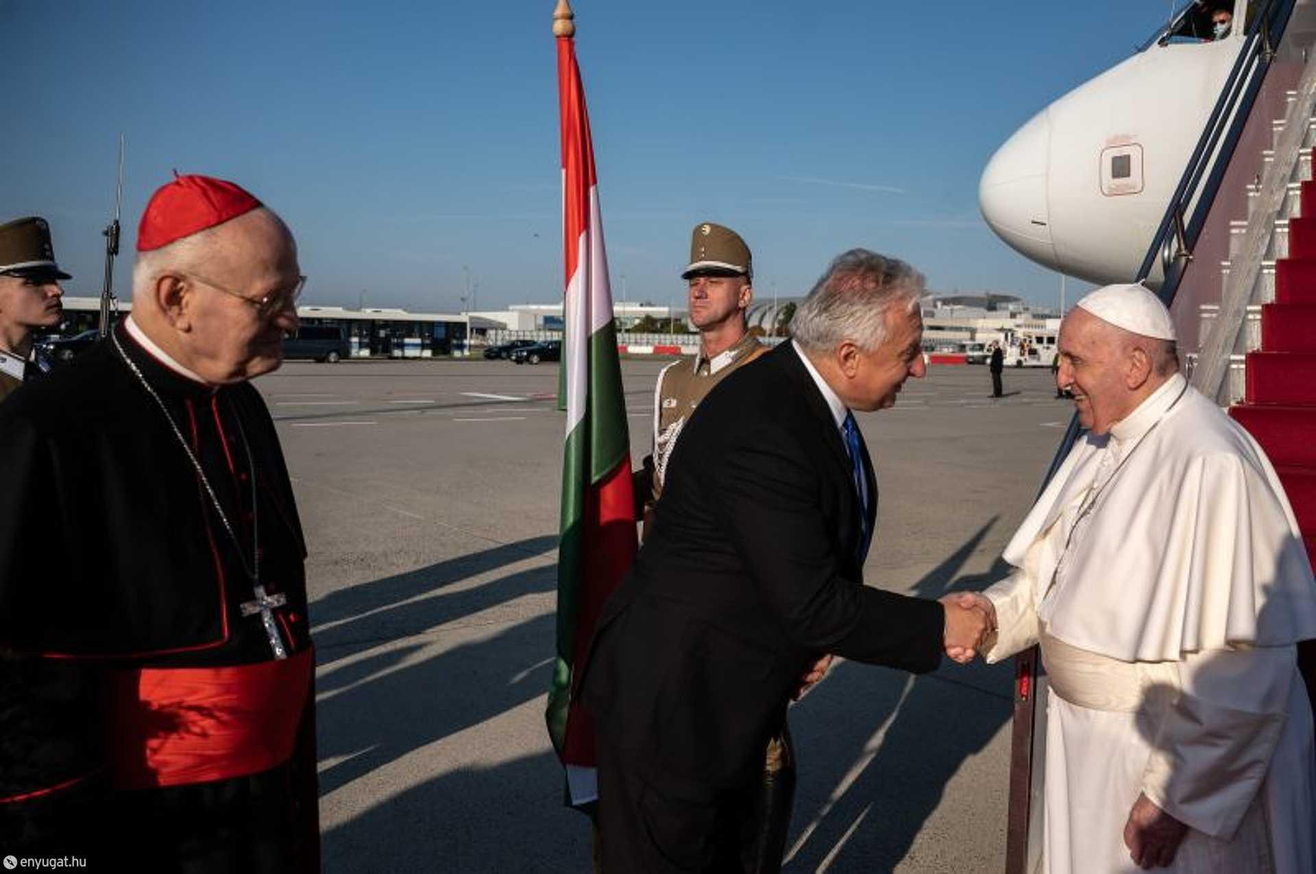 A pápa Budapestre érkezik
