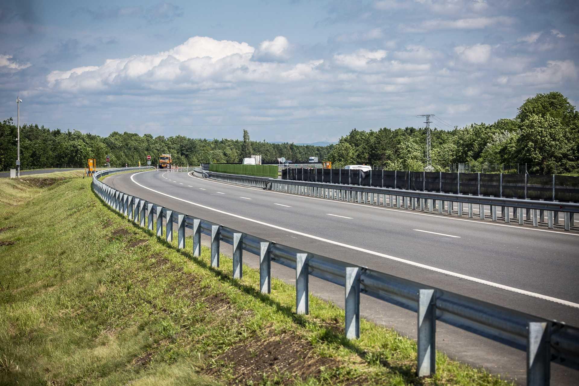 Elkészült az M15 autópálya Rajka-országhatár közötti szakasza