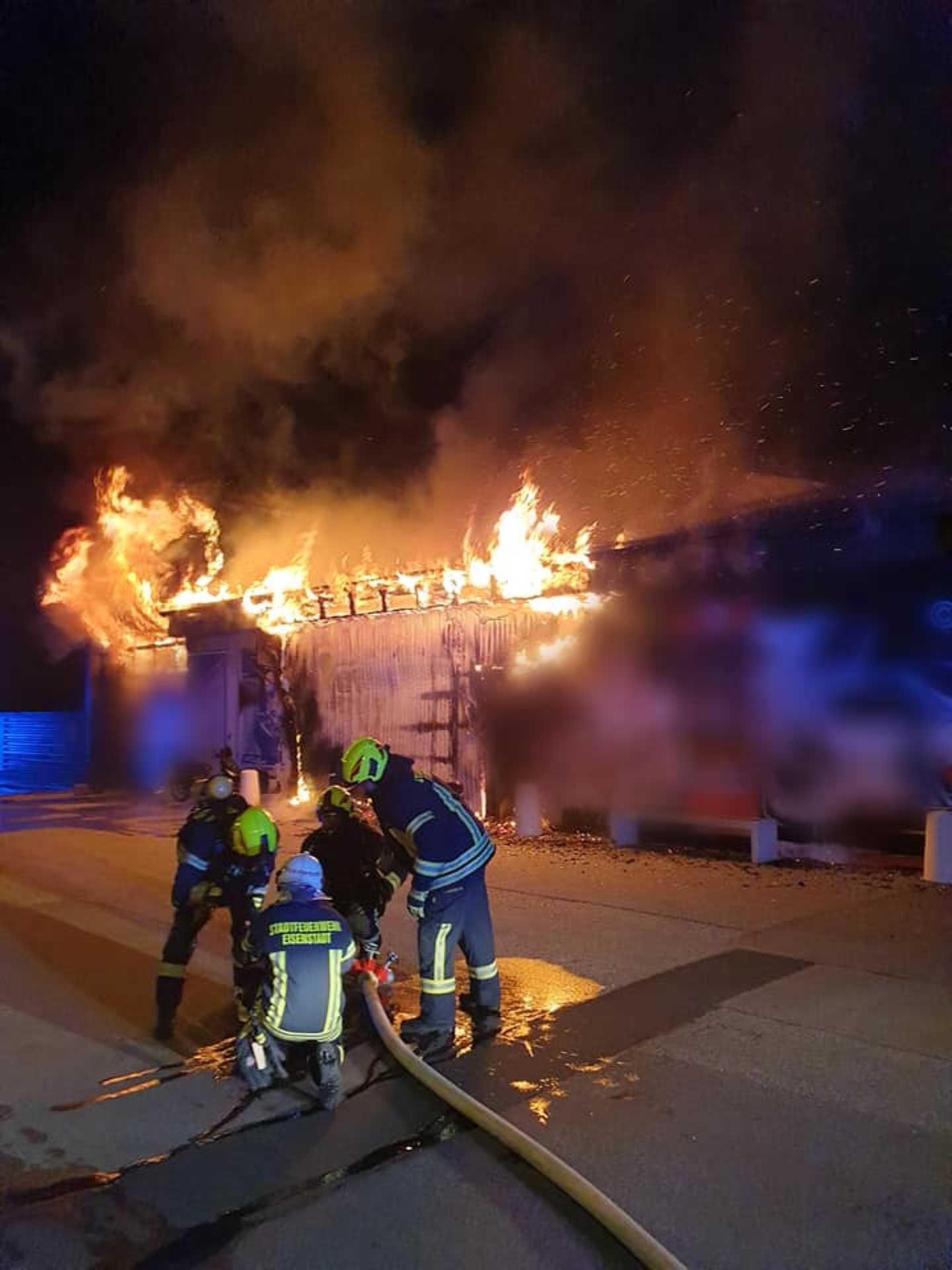 Tűz egy kismartoni autószerelő műhelyben