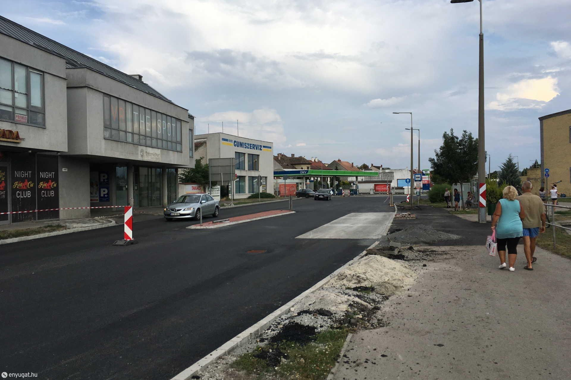 Átadták a gépjárműforgalomnak a Csengery utcát