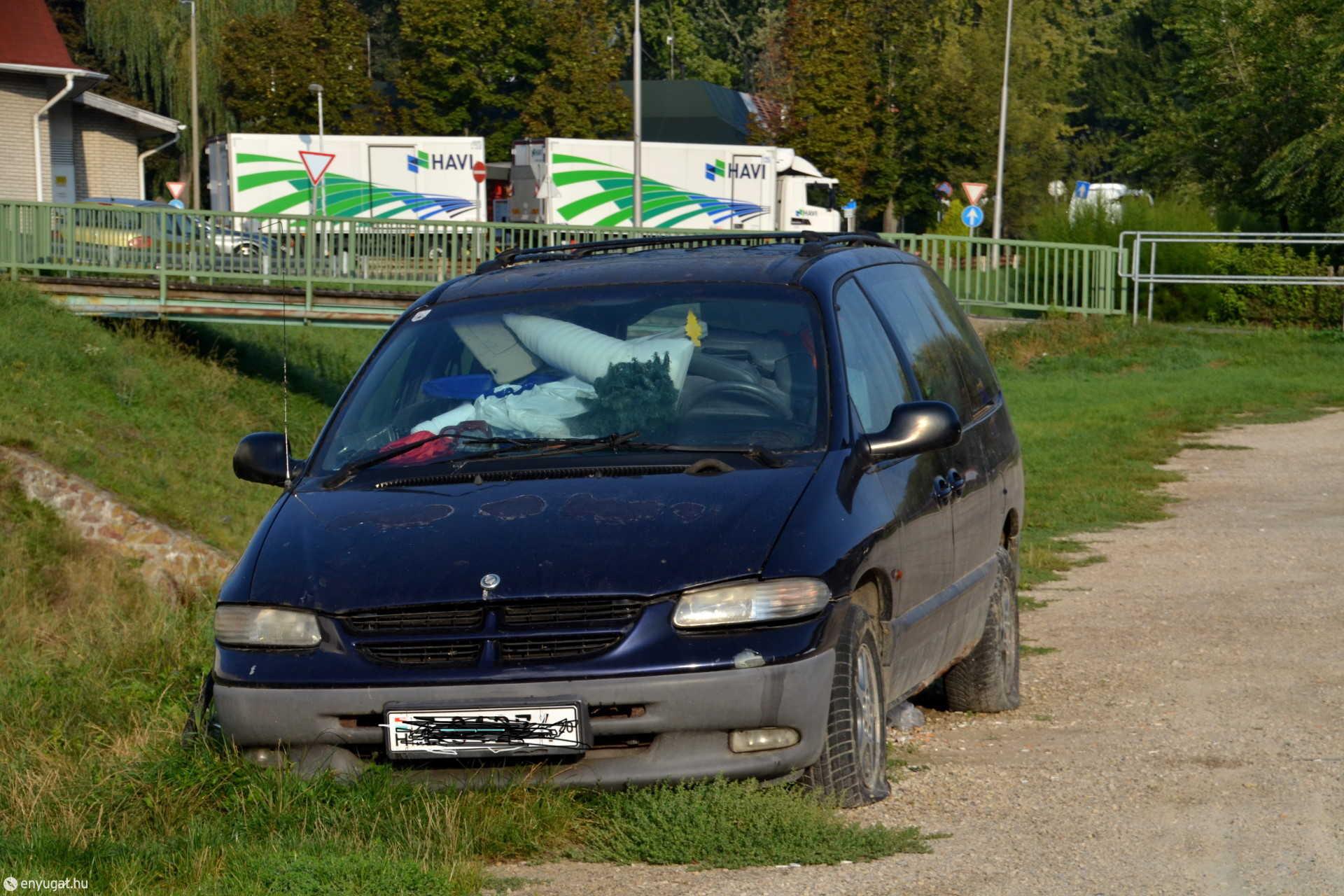 Nyilvánvaló, hogy ezt az autót már nem közlekedésre használják.