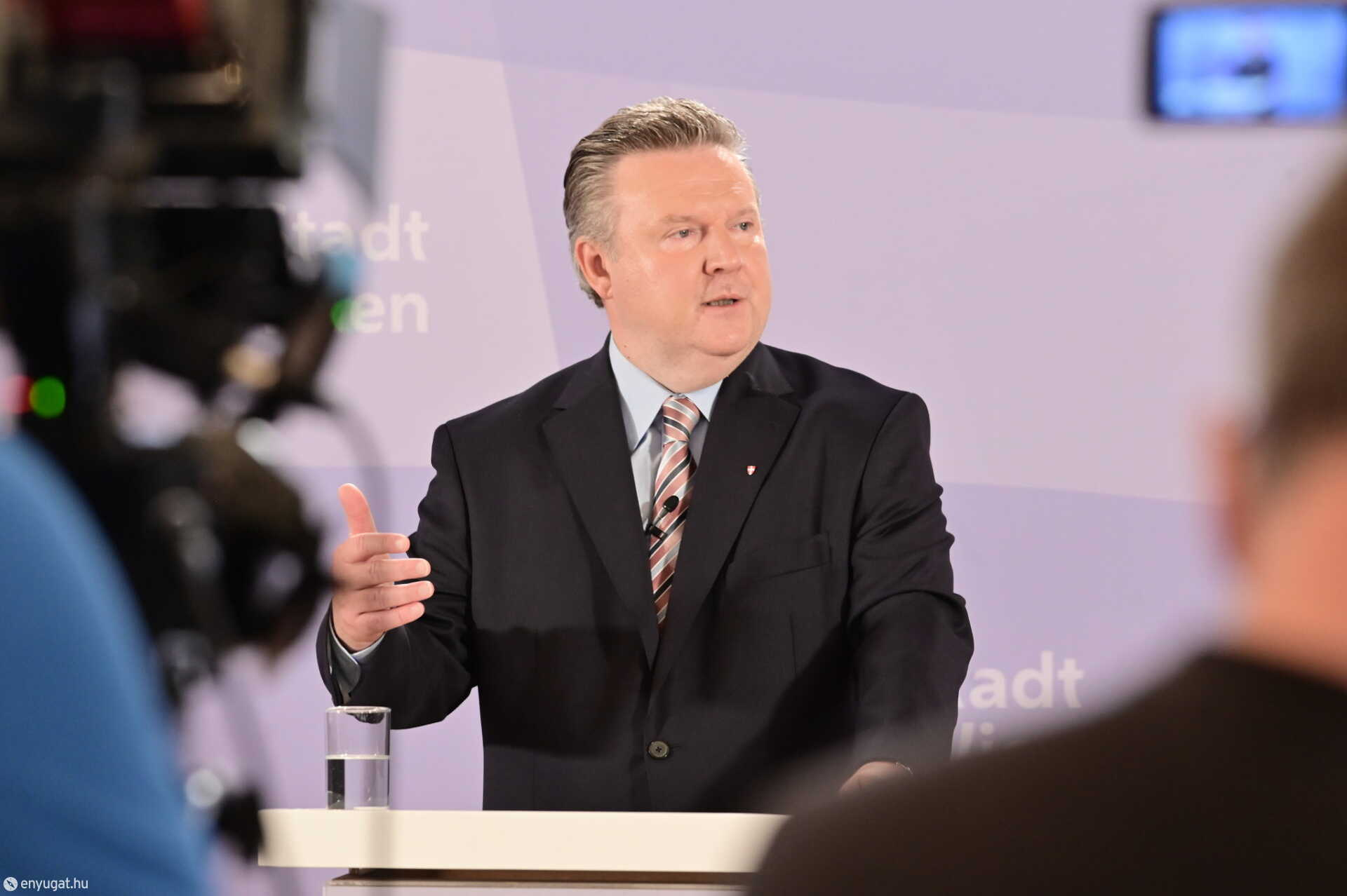 Michael Ludwig, Bécs polgármestere a sajtótájékoztatón.