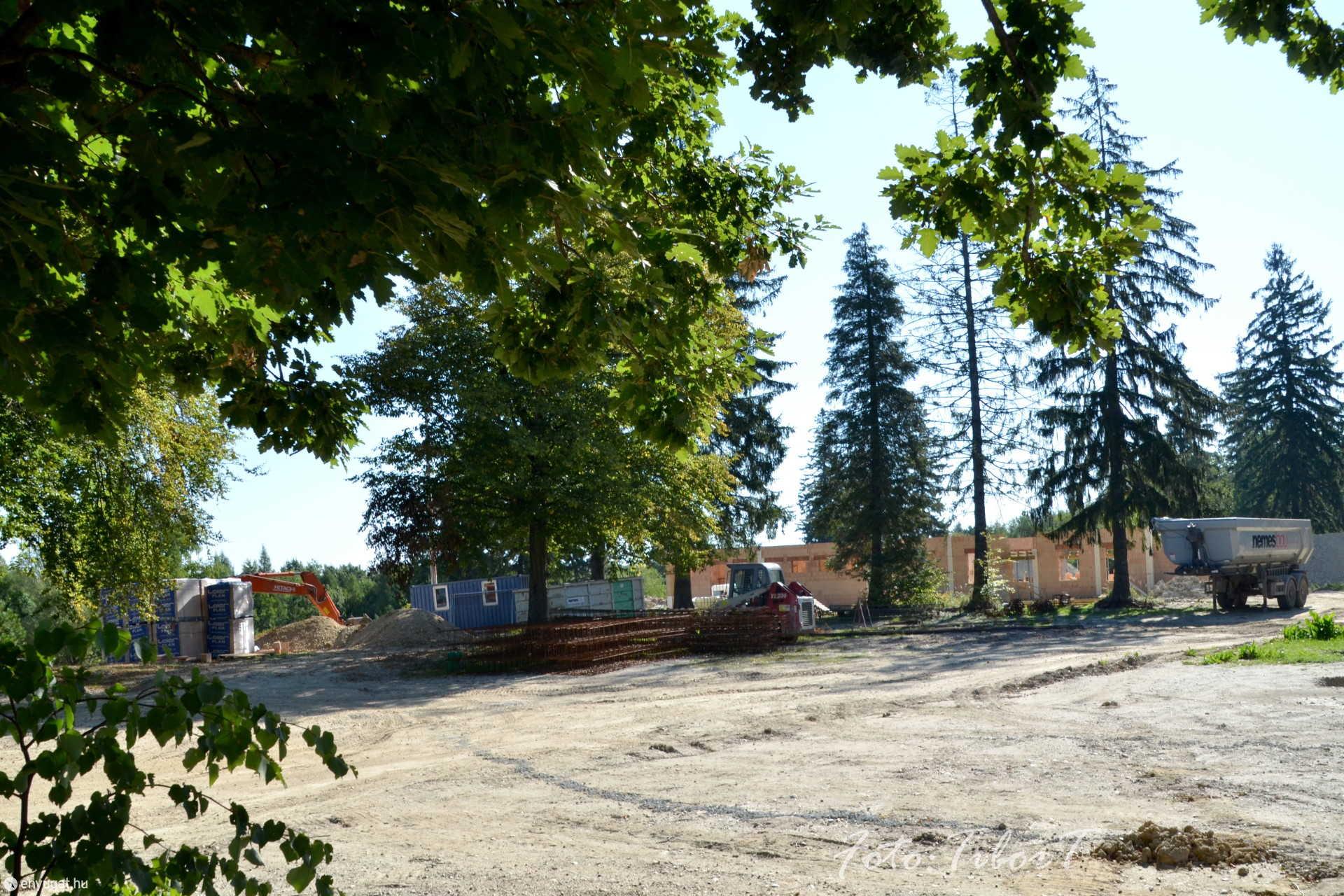 Elkezdődött az Erdők Háza építése.