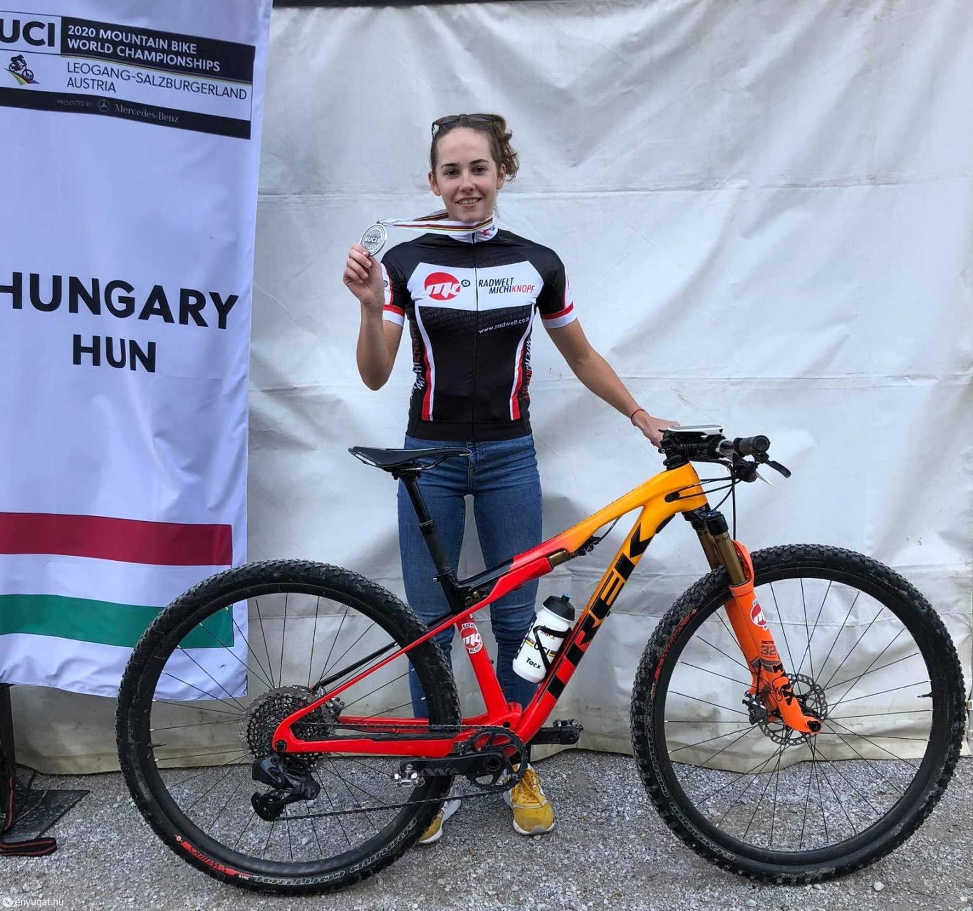Vas Kata Blanka ezüstérmes a világbajnokságon!