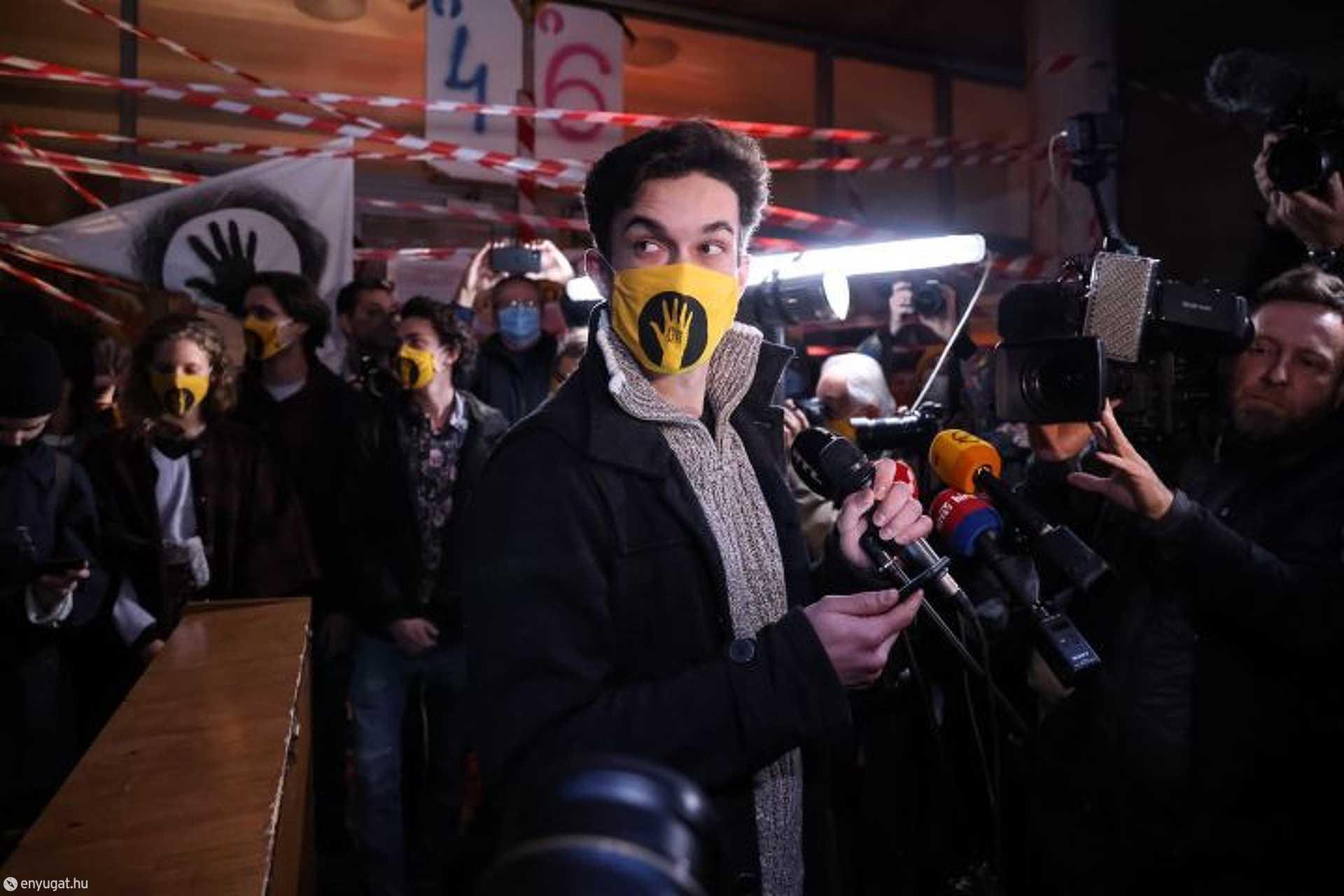 A sajtótájékoztatón a diákok elmondták: nem távoznak, és jogellenesnek tartják a kiürítést.