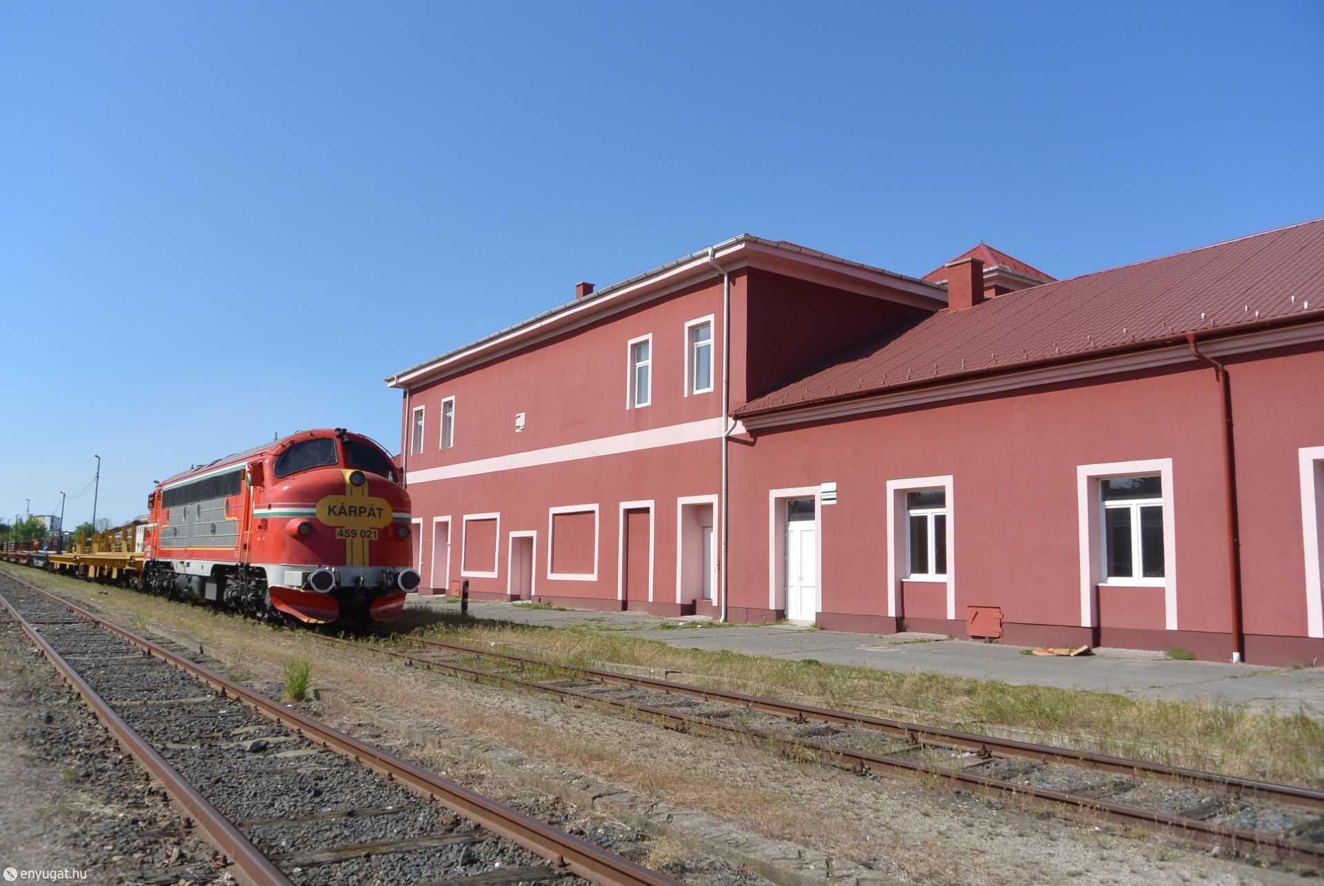 Sopron-Déli pu. egy tehervonattal