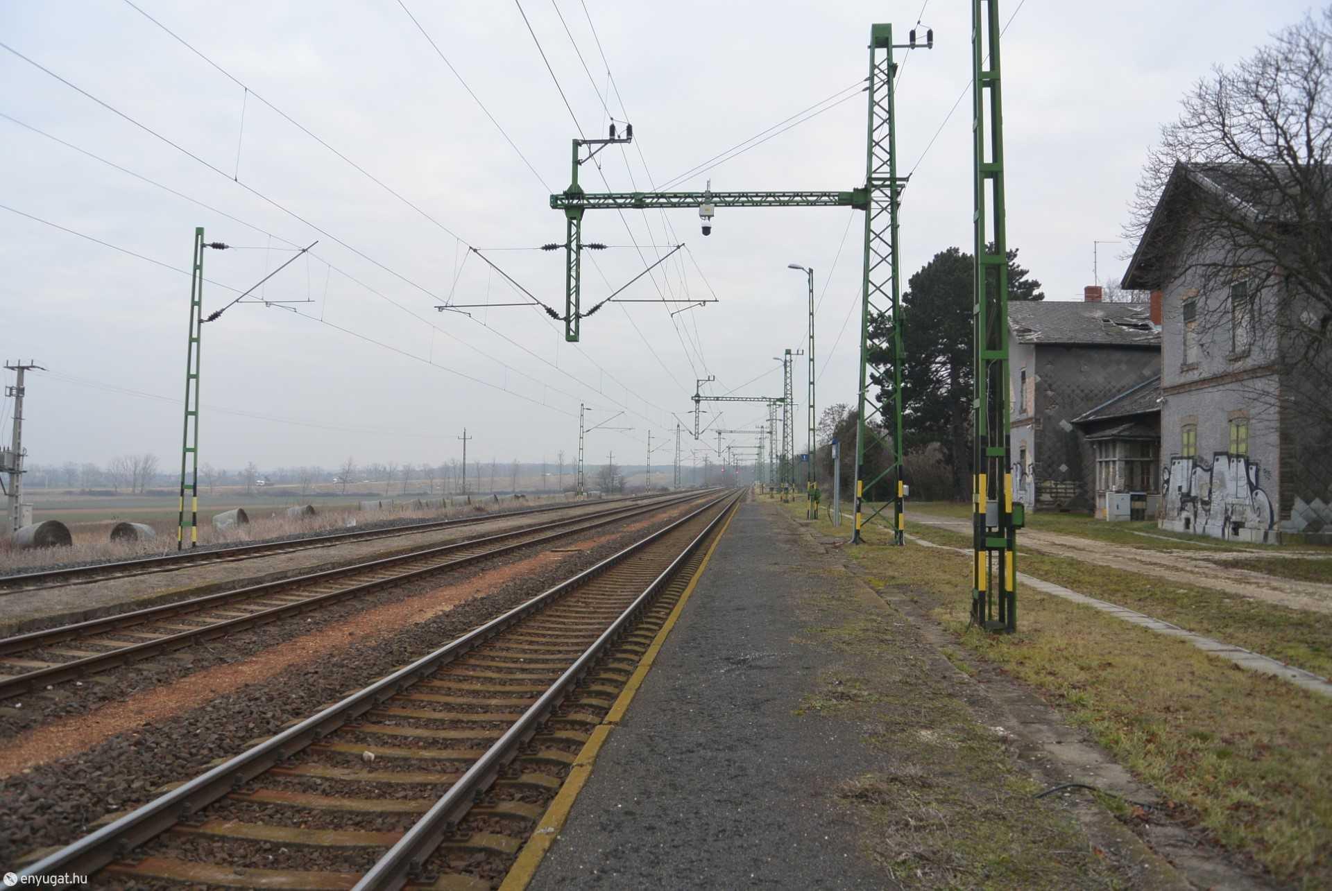 Harka vasútállomás, még a kordon felhúzása előtt