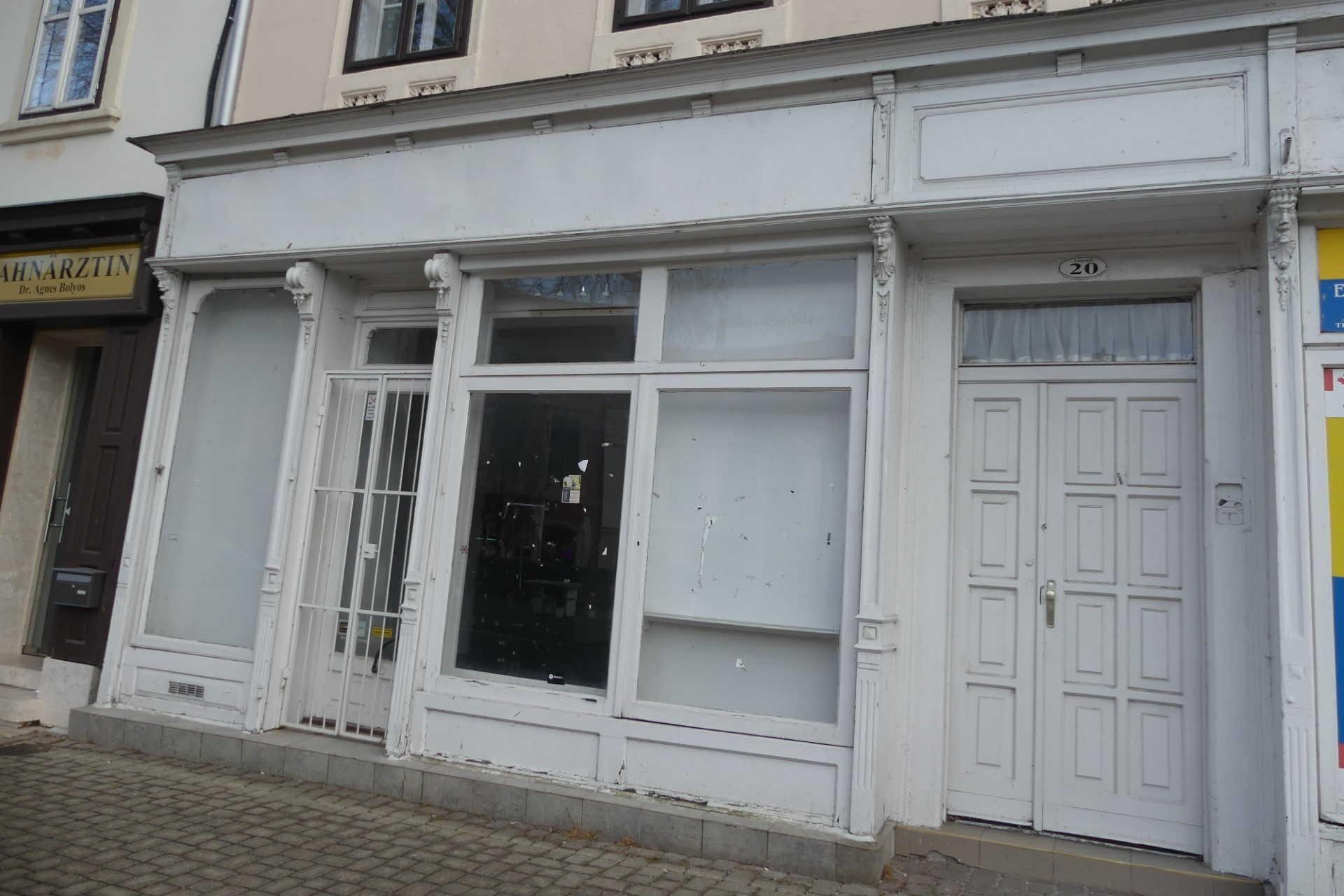 Bezárt boltok Sopron belvárosában