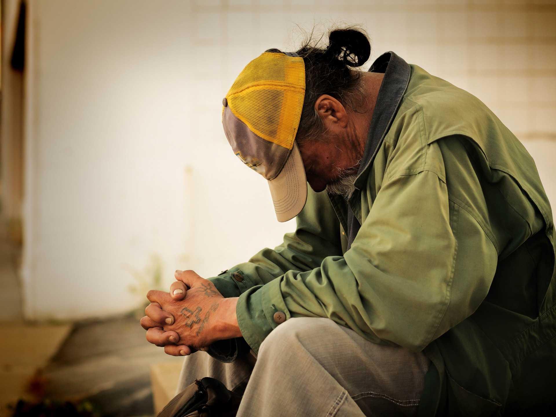 szegény, hajléktalan, rászoruló