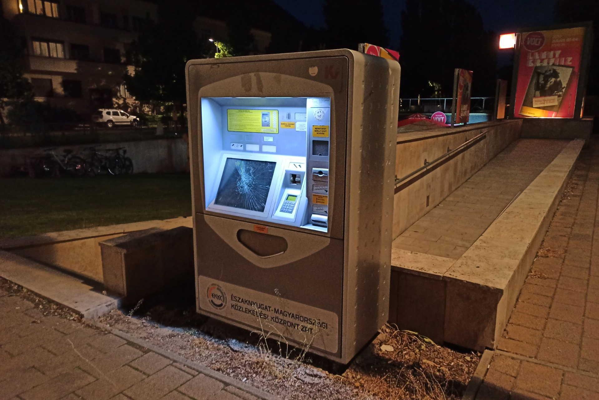 Jegykiadó automaták áram alatt