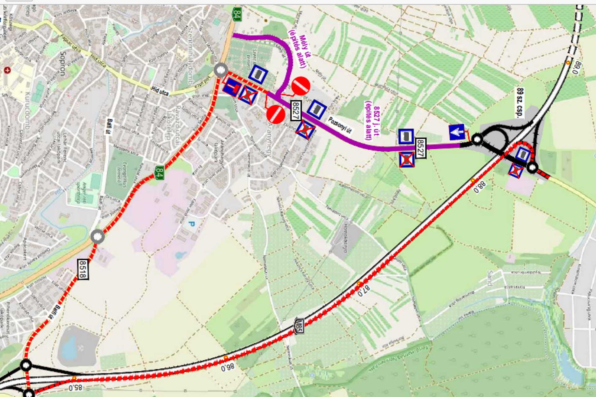 A piros szaggatott vonal a Tómalom felé haladók útvonala, a lila a városba érkezők sávja a Pozsonyin..