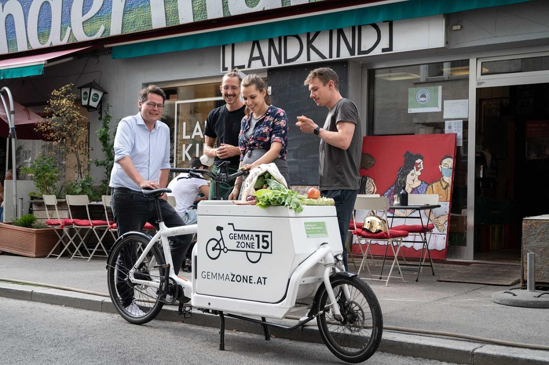 Internetes rendelések házhozszállítása e-teherkerékpárral