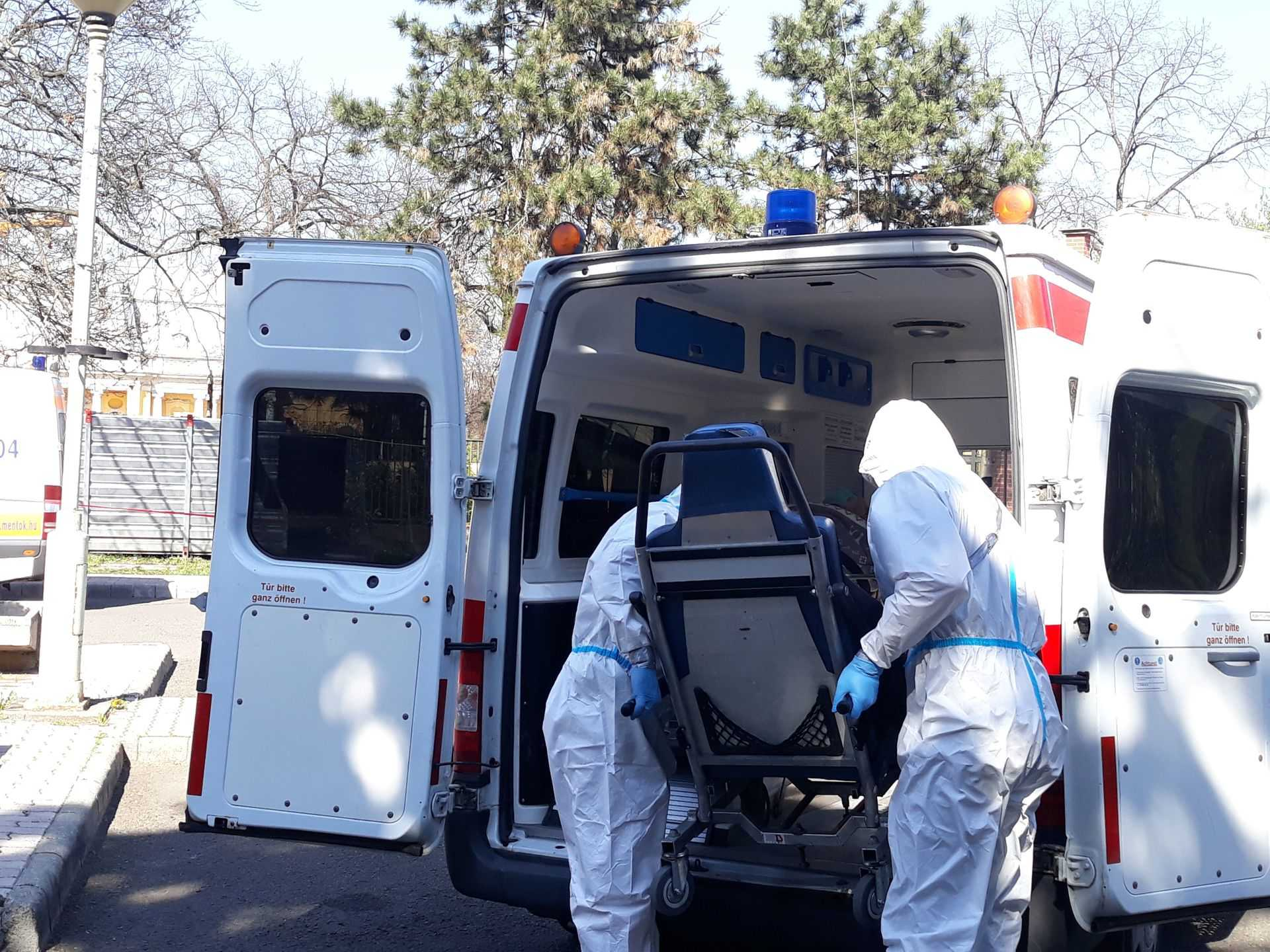 Koronavírus - Több mint 100 fertőzött és öt halott a Pesti úti idősotthonban
