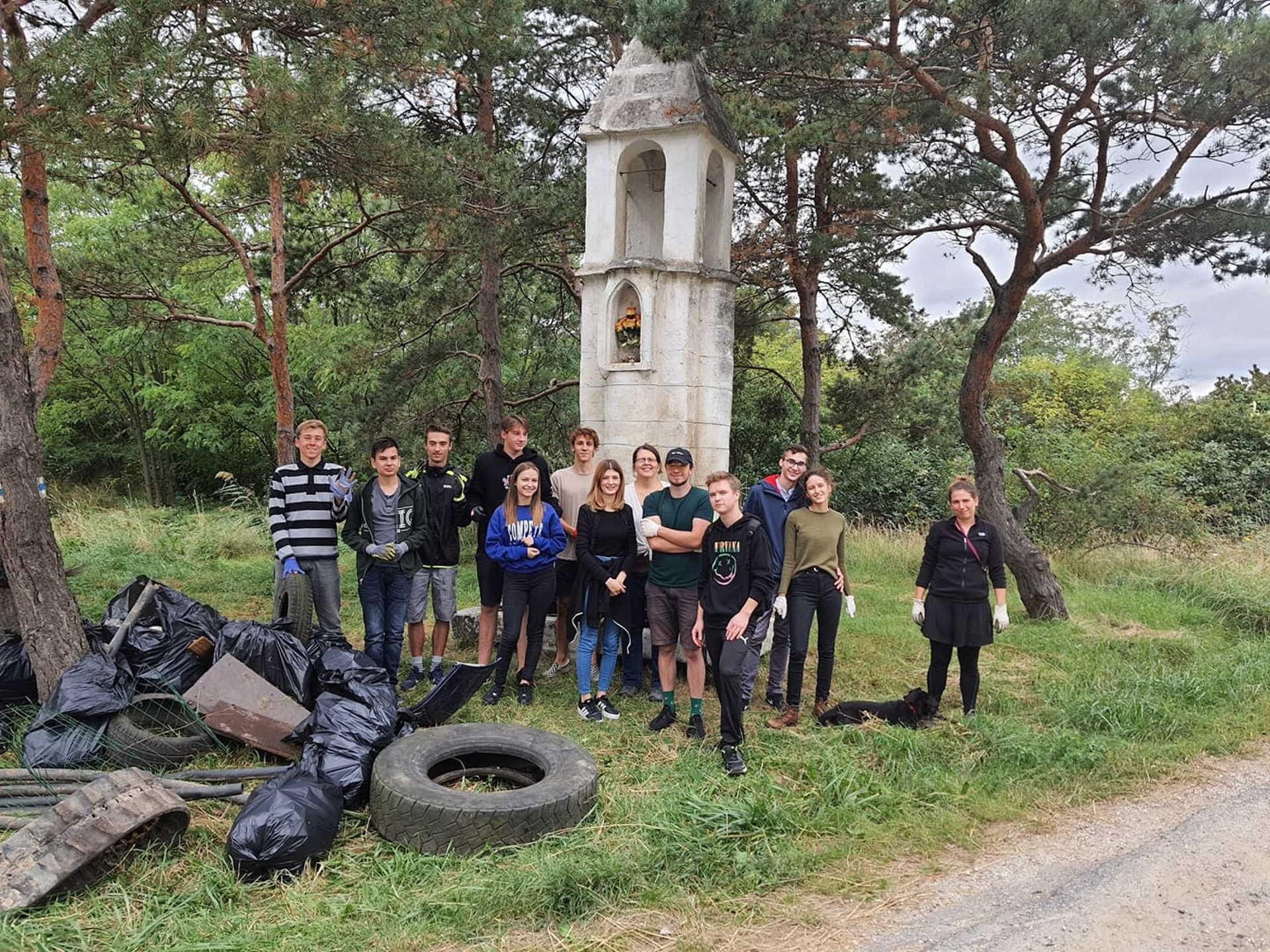 Fiatalok, akik a szabadidejükben Sopront teszik jobb és  tisztább hellyé.