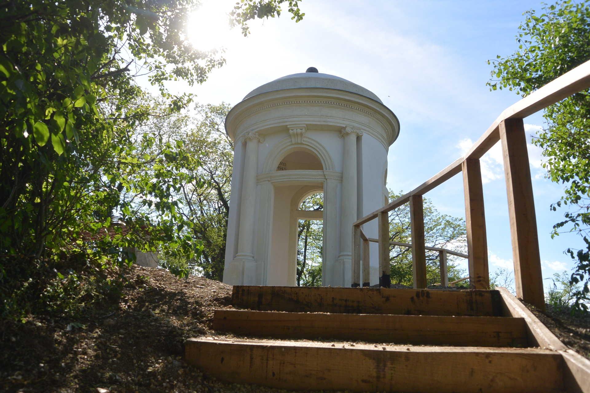 A felújított Gloriett-kilátó
