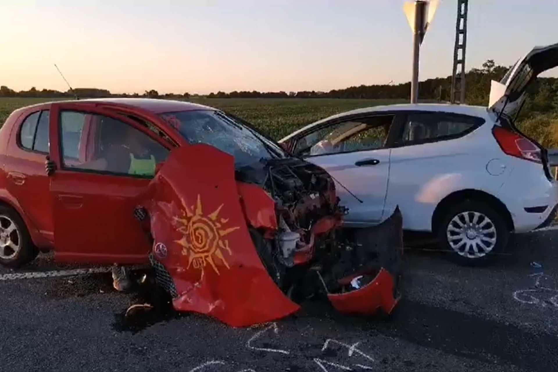 Nem használta a biztonsági övet, kirepült és életveszélyesen megsérült a balesetet okozó sofőr Sárvárnál
