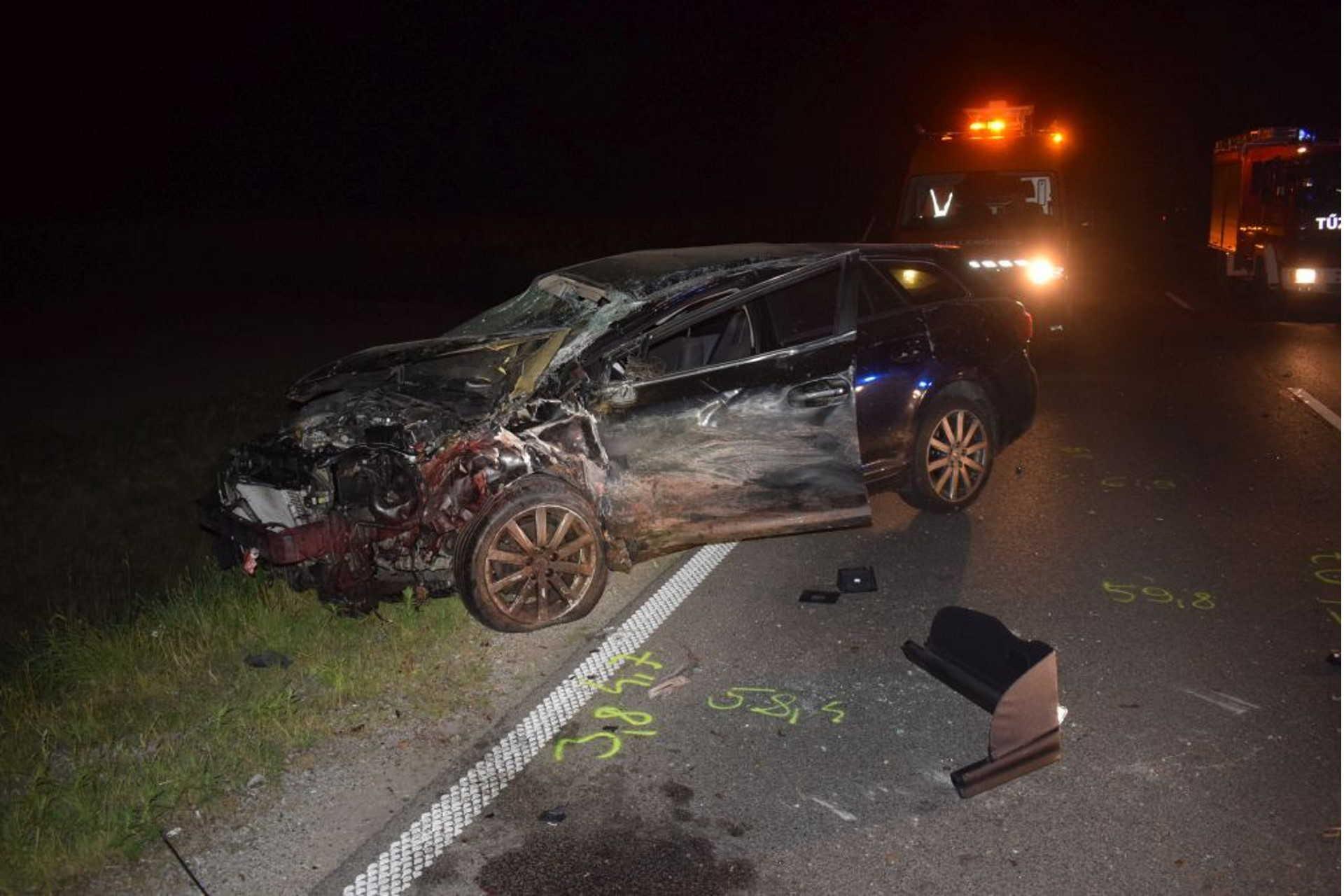 Hiába fékezett az autó, elütötte a szarvast.