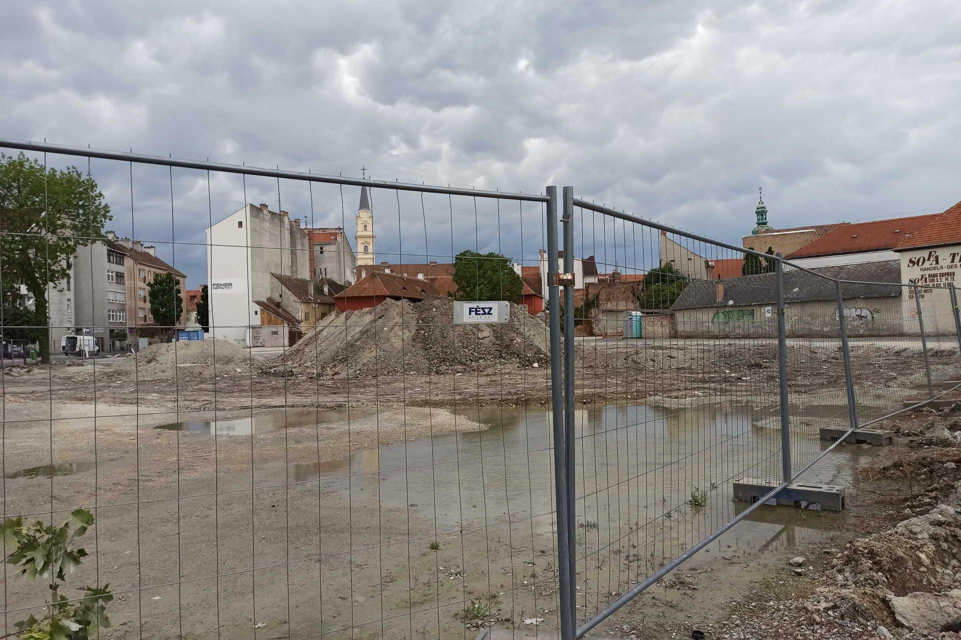 Megkezdődött az Árpád utcai parkolóház kivitelezése