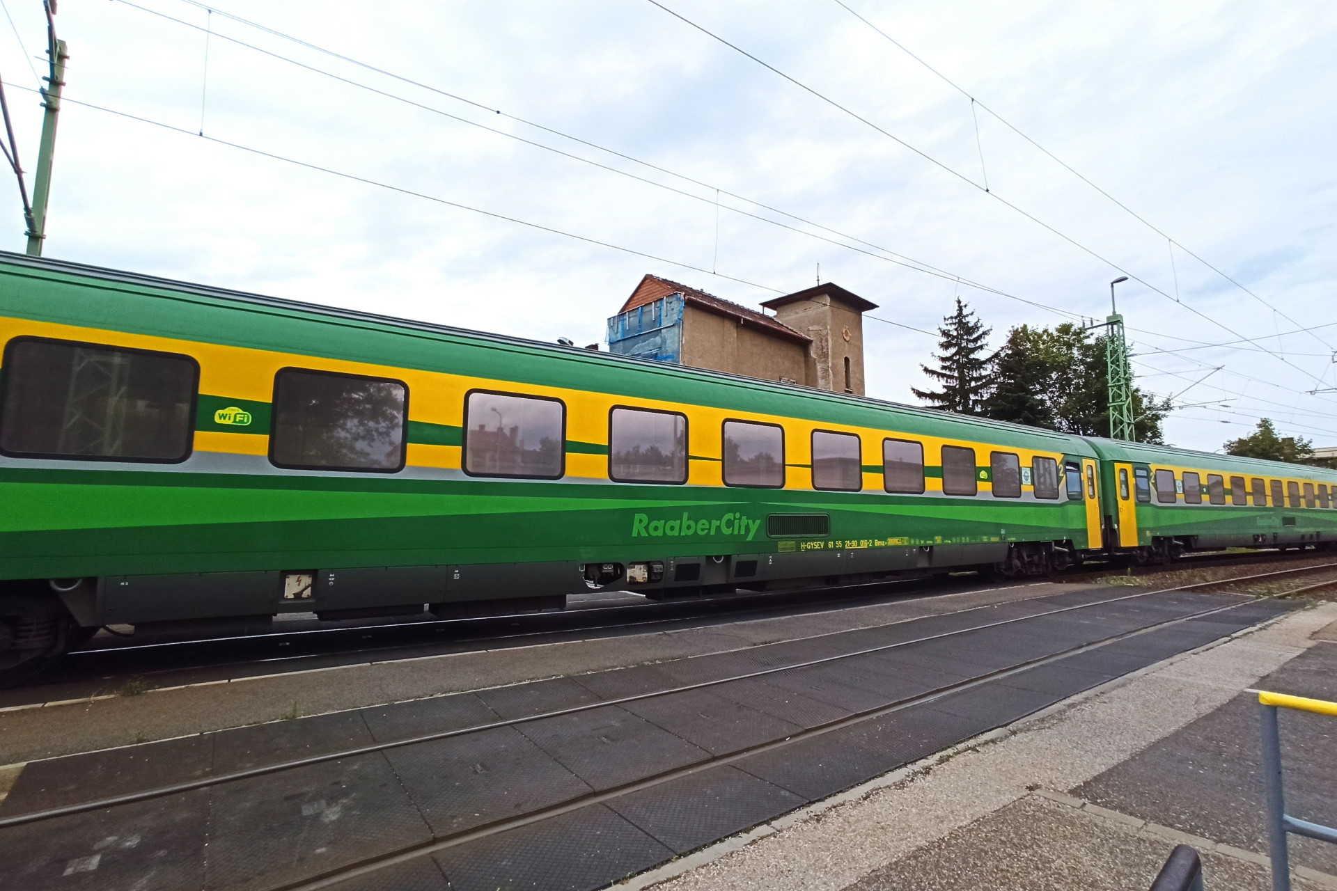 Batsányi utcai vasúti átjáró RaaberCity kocsikkal