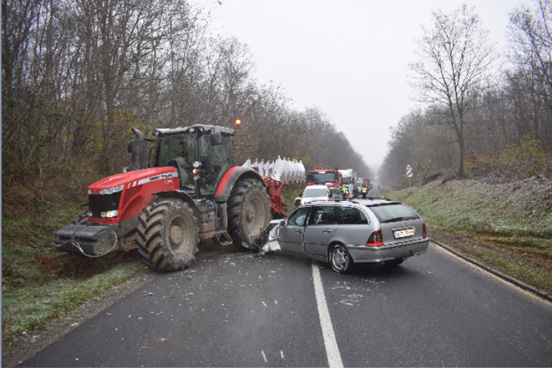 traktorral ütközött