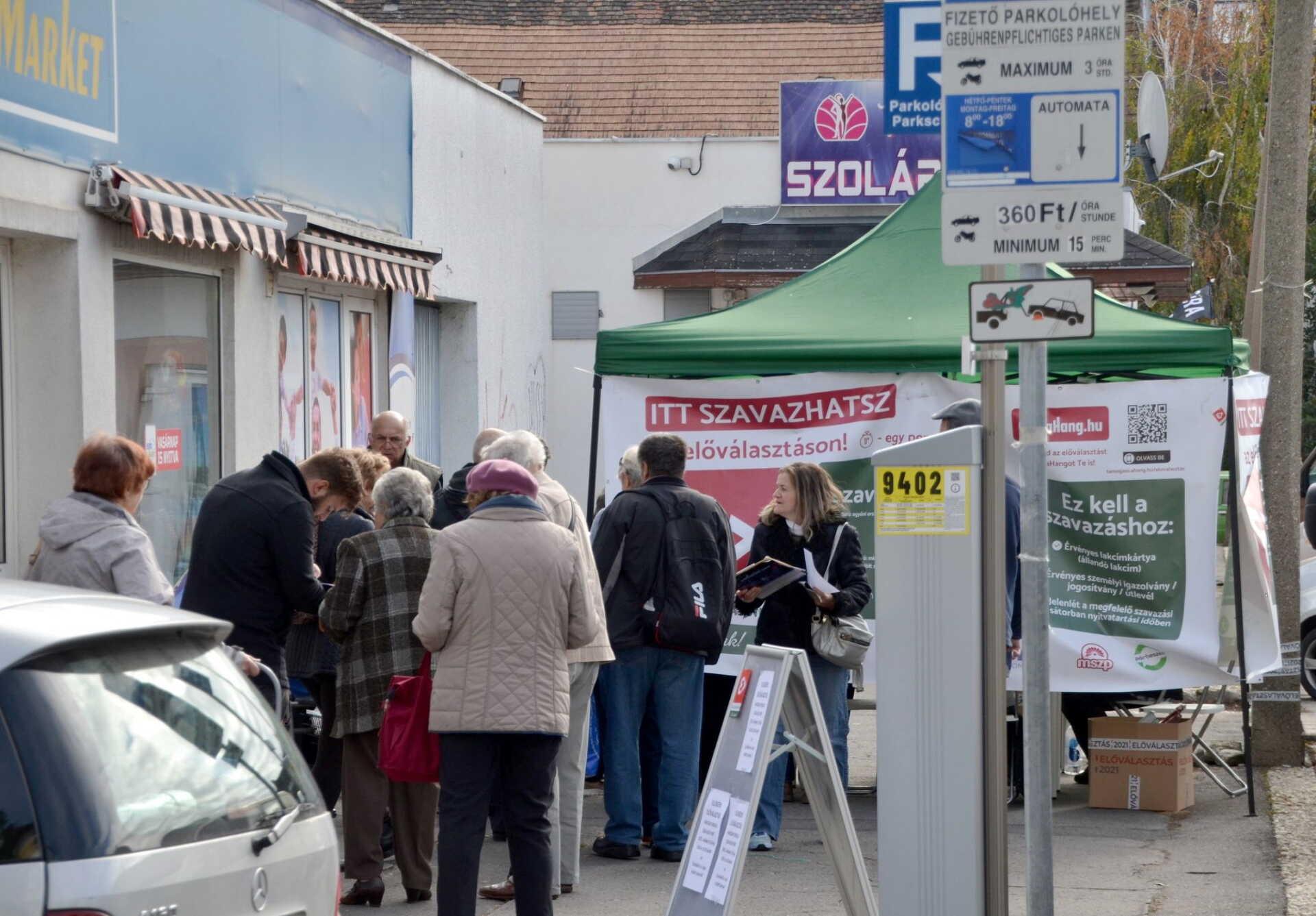 Sopronban a piacnál ma még áll a sátor.